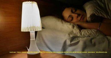 Studi: Tertidur dengan Lampu atau TV Menyala Sebabkan Kenaikan Berat Badan