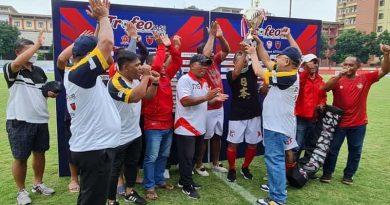 """Fary Francis : Kami memberikan penghargaan kepada tokoh-tokoh dari"""" TNI dan Polri yang berjasa, terhadap kemajuan sepakbola Indonesia"""